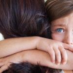 """""""Devo salvare mia mamma"""": l'abuso emotivo madre-figlia e la figlia come migliore amica"""